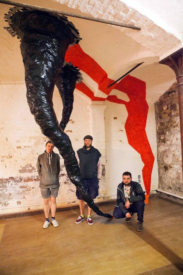 Bild 03-Klebeband-Skulptur-Portable Tornado-Ostap-Tape-Art-Kollektiv-2014