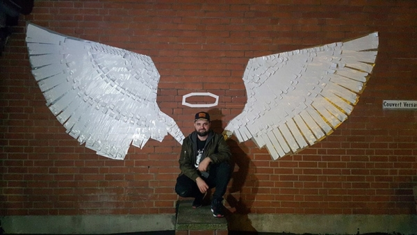 Fertiges Klebeband-Wand-Graffiti- Kunst verleiht Flügel