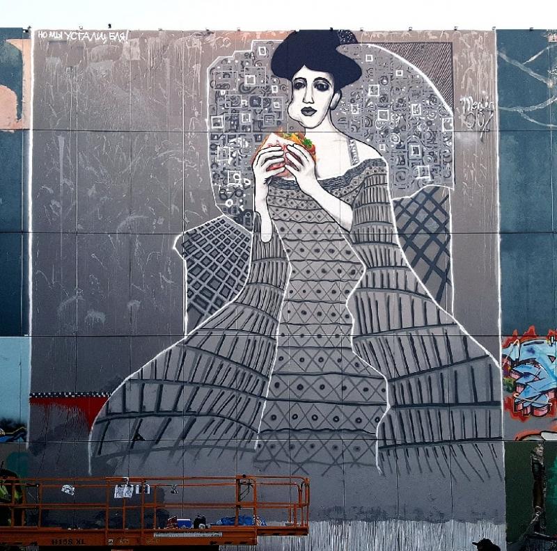 Adele Bloch-Bauer- Street-Art-Kunstwerk von Selfmadecrew in Berlin-Teufelsberg- Frau in Beton- 2016