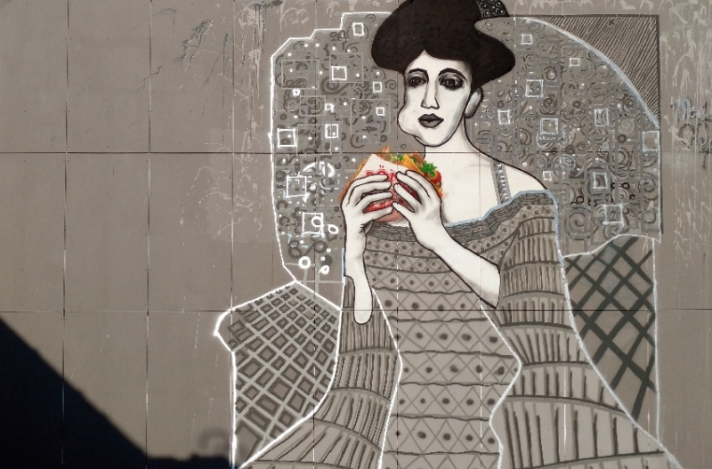 Adele mit Döner Kebab- Street Art Kunstwerk von Selfmadecrew- Abhörstation- Berlin-Teufelsberg- 2016-Nahaufnahme 4