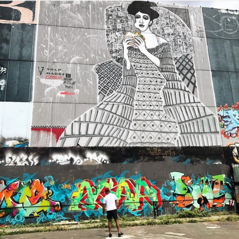 Panoramabild 03- Adele Bloch-Bauer- Street-Art-Kunstwerk von Selfmadecrew in Berlin-Teufelsberg-2016
