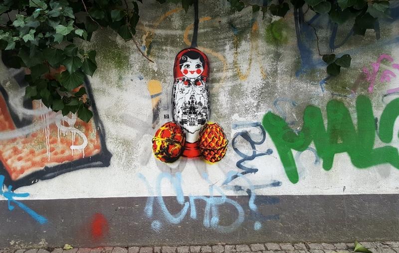 Matryoshka-Faberge-eggs-stencil-street-art-ostapartist-berlin-2017