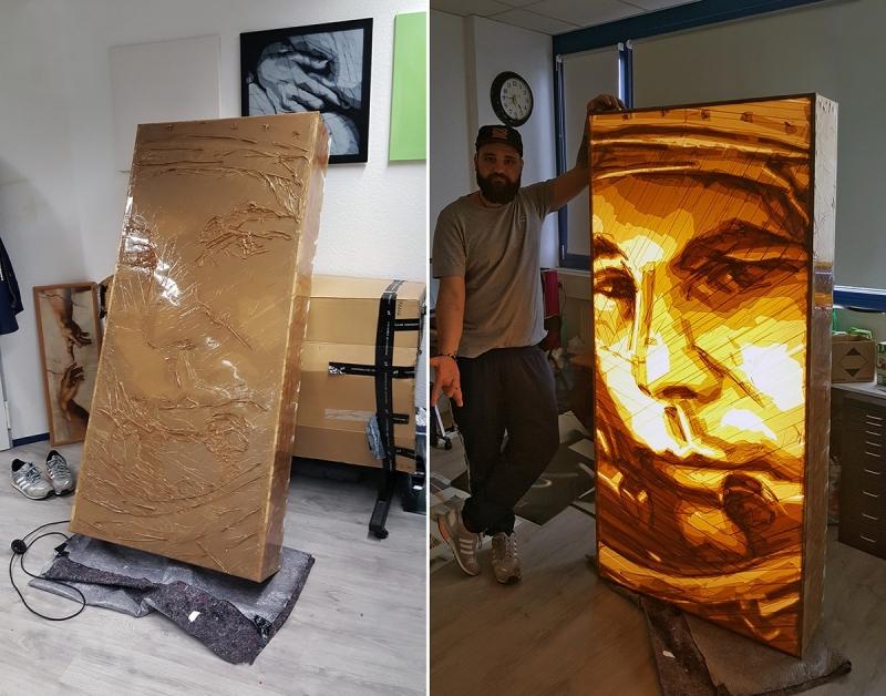 Tape-Art-Künstler Ostap im Atelier mit Packband-Portrait von Yuri Gagarin