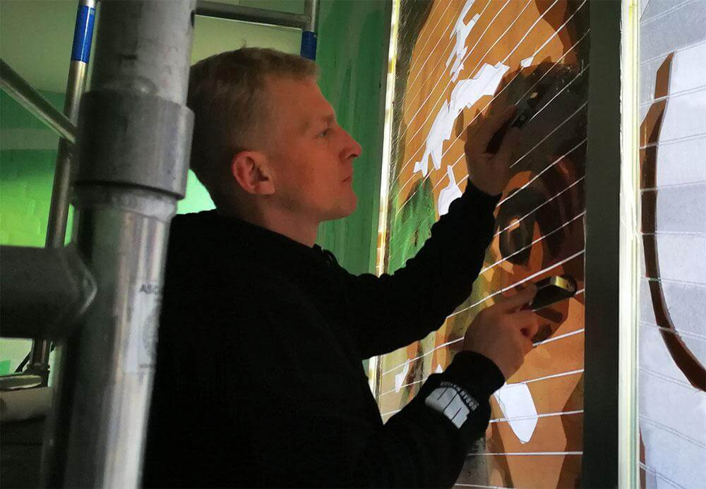 Adhesive bonding by Selfmadecrew member Gomez- Street art project Bülowstraße
