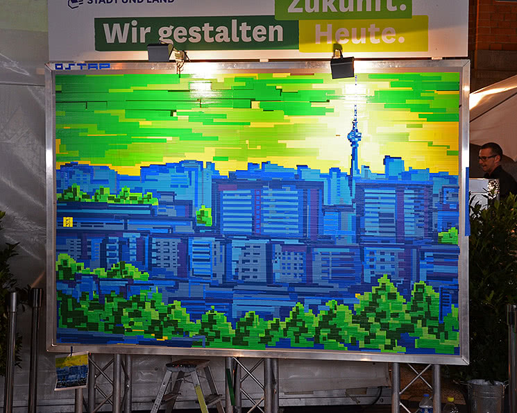 Pixel style tape art-Berliner Platte- Ostap 2018