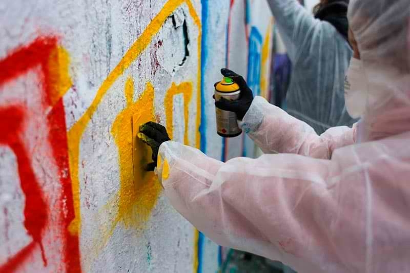 Graffiti and stencil workshop with the real street artist