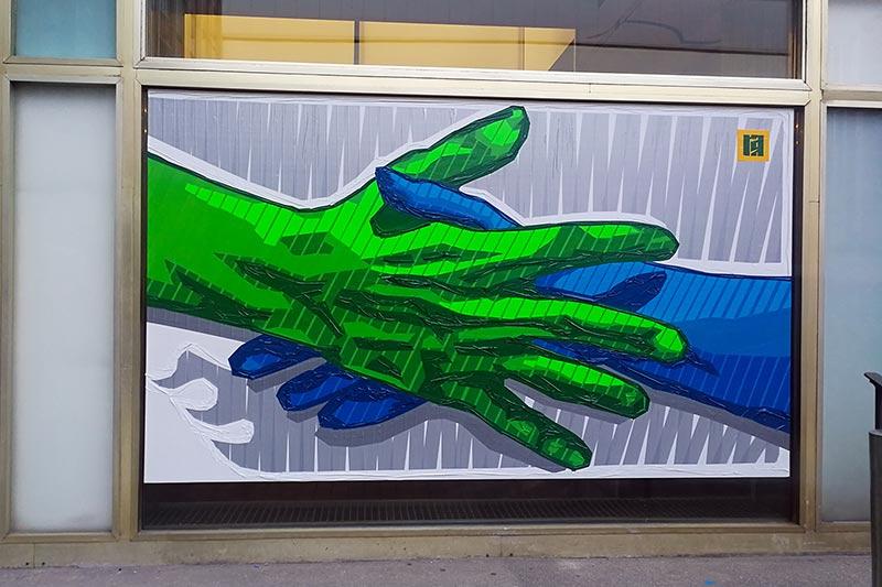 Helfer-Hand-Reichen Motiv- Live Painting mit GAFFA-Klebeband